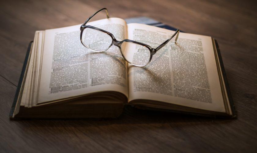Prescrivere un libro: il potere della Biblioterapia
