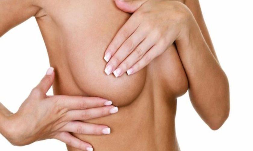 Come controllare il seno con l'autopalpazione